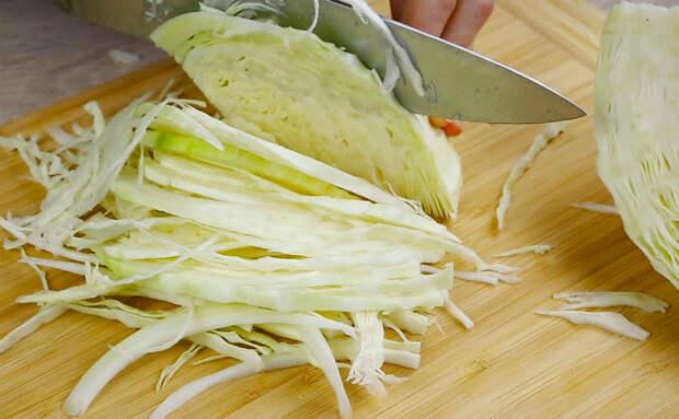 Взяли свежую и квашеную капусту для трех новых блюд. Нравятся даже тем, кто не ест капусту