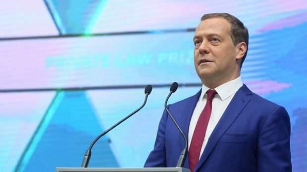 Медведев рассказал о пользе санкций в самореализации России