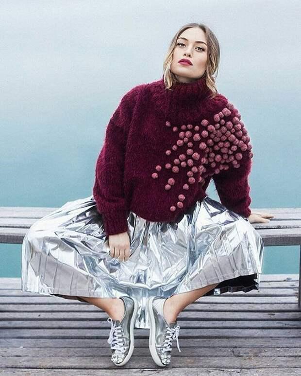 Креативный декор свитера помпончиками