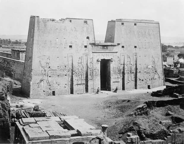 Эдфу. Храм Гора. 1890-е