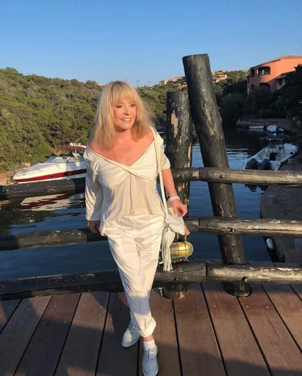 «Борисовна жжёт»: откровенное декольте Пугачёвой удивило фанатов (ФОТО)