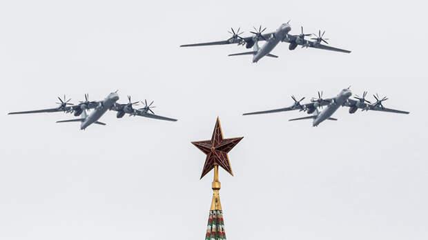 Дальние бомбардировщики Ту-95МС на воздушном параде Победы в Москве, 9 мая 2020 года
