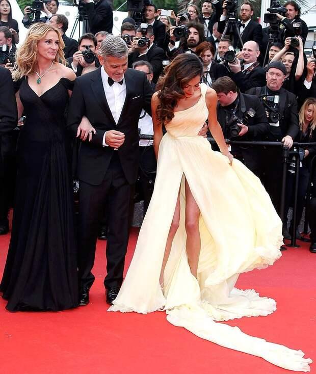 Ну и кто тут красотка? Джулия Робертс затмила жену Джорджа Клуни на Каннском фестивале