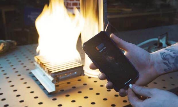 Подзарядка смартфона огнем: механик собрал зарядку от костра и записал видео