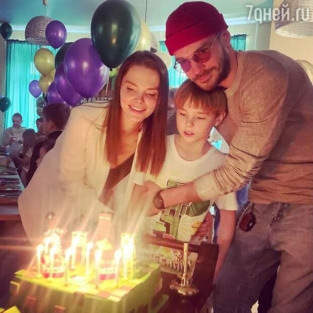 Помолодевшая Луппиан и огромный торт: яркие моменты дня рождения сына Боярской