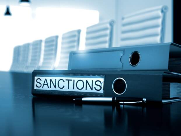 ЕС ввёл санкции против белорусских чиновников. Кроме Лукашенко...