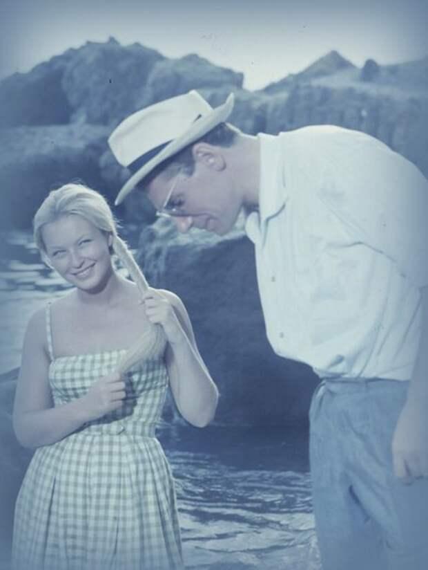 Марина Влади и Робер Оссейн в 1958 году на съёмках фильма «Ты — яд».