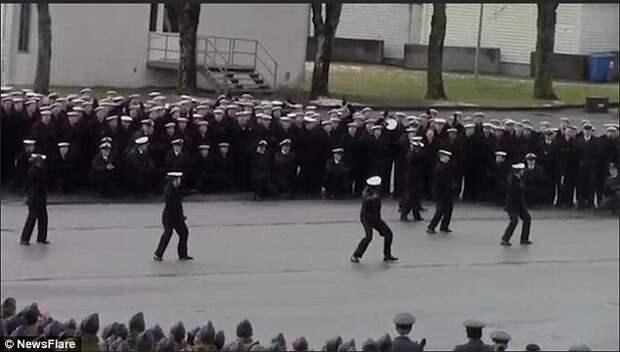 ВМС Норвегии исполнили флешмоб на церемонии