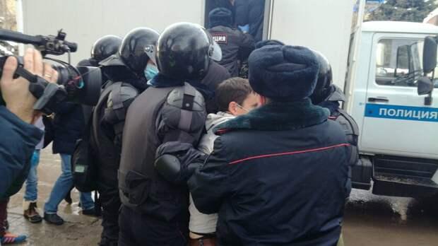 Суд оштрафовал 19 участников несогласованной акции в Волгограде на 10 тысяч рублей