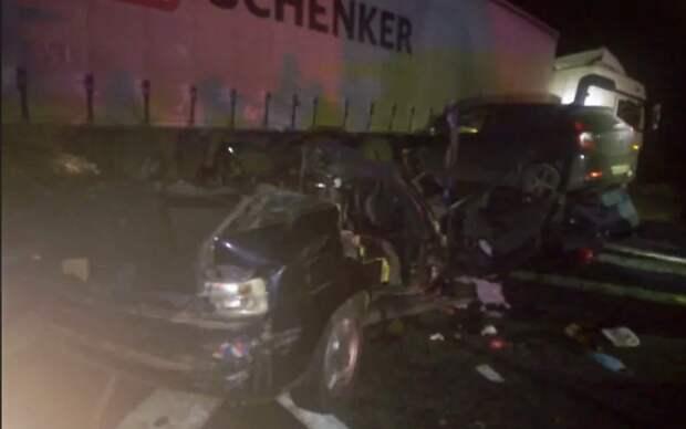 Шестеро людей погибли в тройном ДТП в Удмуртии