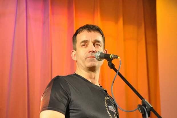 Дмитрий Певцов предлагает открыть в каждом районе центры творчества для детей