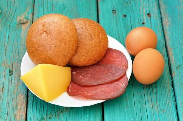 Запеченные бутерброды с яйцом и ветчиной