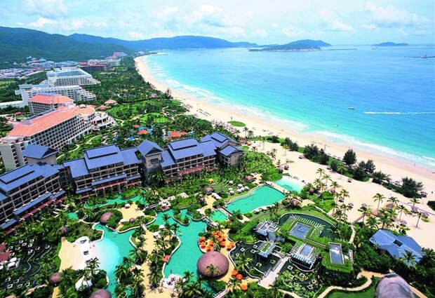 Санья, город на юге острова Хайнань в одноимённой провинции Китая, самый южный город страны, одно из мест отдыха гсотей форума Боао 2015.