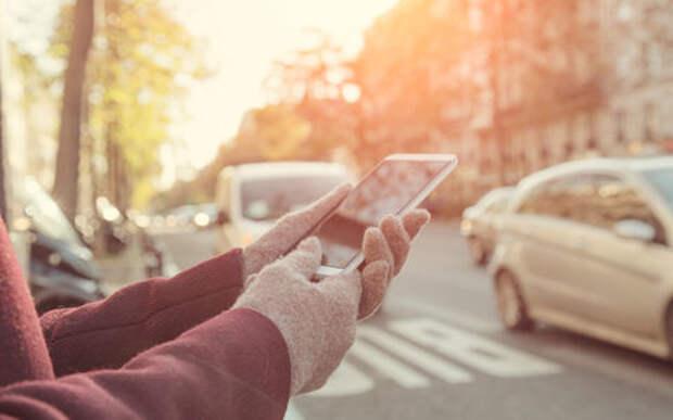 Смартфон предупредит гаджетомана в наушниках о приближающемся автомобиле