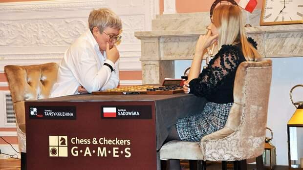Россиянка Тансыккужина защитила титул чемпионки мира по шашкам в скандальном финале в Варшаве
