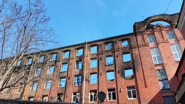 Площадь возгорания на Невской мануфактуре уменьшилась до 20 «квадратов»