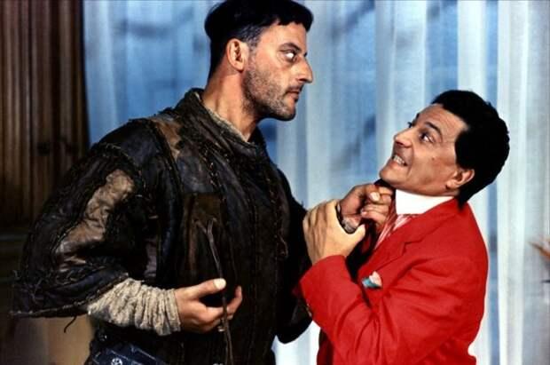 """Кристиан Клавье и Жан Рено на съемках фильма """"Пришельцы"""", 1993 год."""