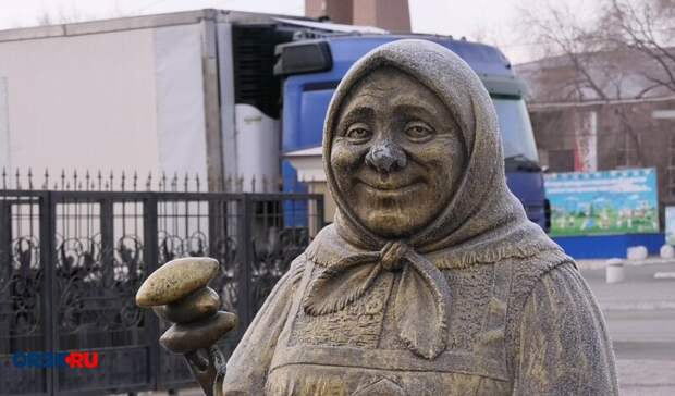 """Орская """"Бабушка с пирожками"""" попала в энциклопедию самых необычных памятников"""