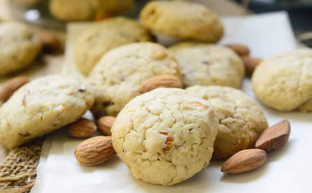 Печенье с миндалем за 20 минут получается как в кондитерской. Используем только муку, подсолнечное масло и яйца