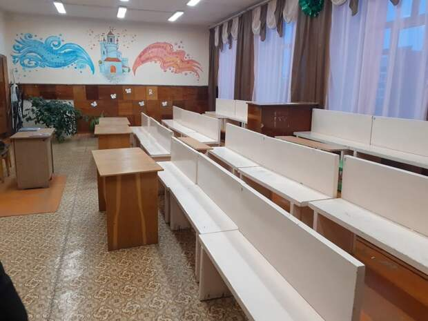 Прокуратура проверила школу в Сарапуле, где дети занимались без парт