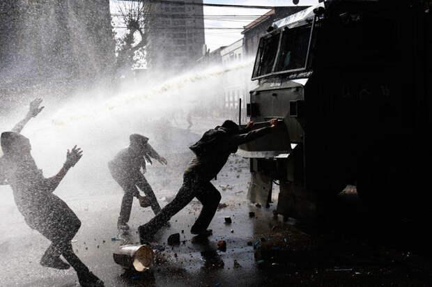 В преддверии хаоса. США закупают Киеву спецмашины