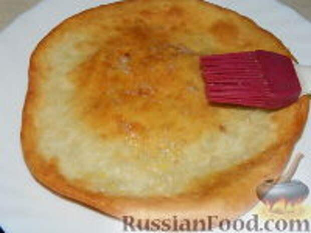 Фото приготовления рецепта: Лангош - венгерская лепешка - шаг №13