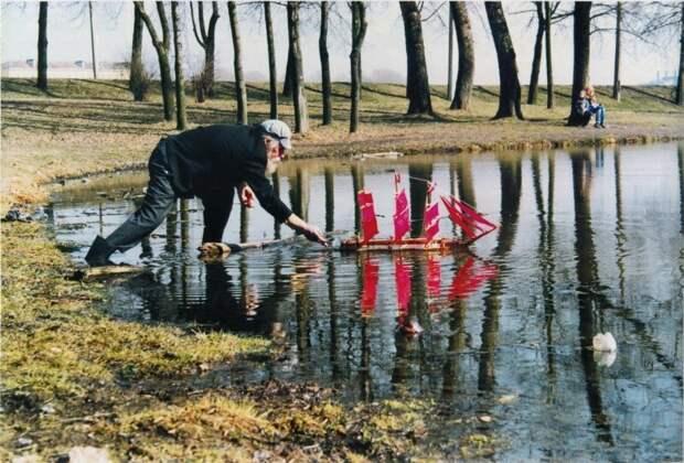 Запуск модели парусника, Санкт–Петербург, 1999 год. история, ретро, фото, это интересно