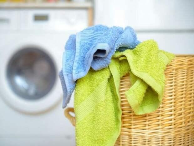 С растительным маслом даже устойчивые пятна можно удалить без кипячения. /Фото: kaksekonomit.com