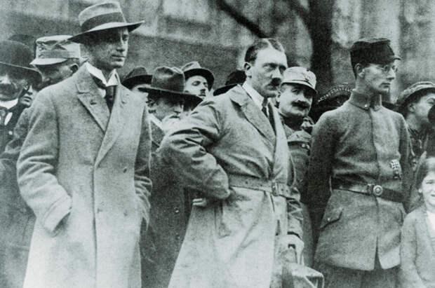 Альфред Розенберг и Адольф Гитлер, Мюнхен, 1923 г.