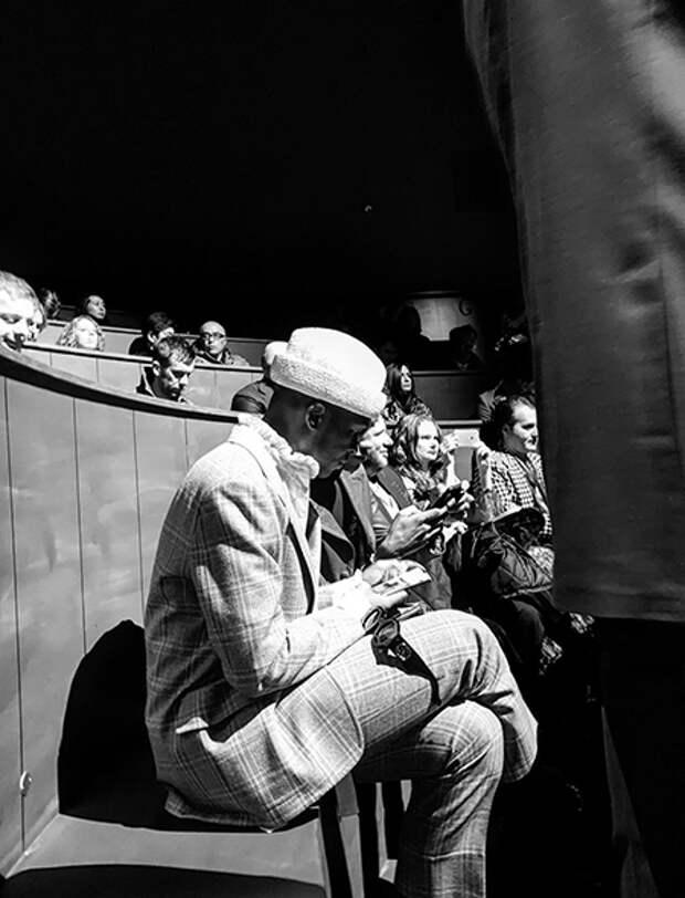 фото Александра Гудкова с бэкстейджа показа