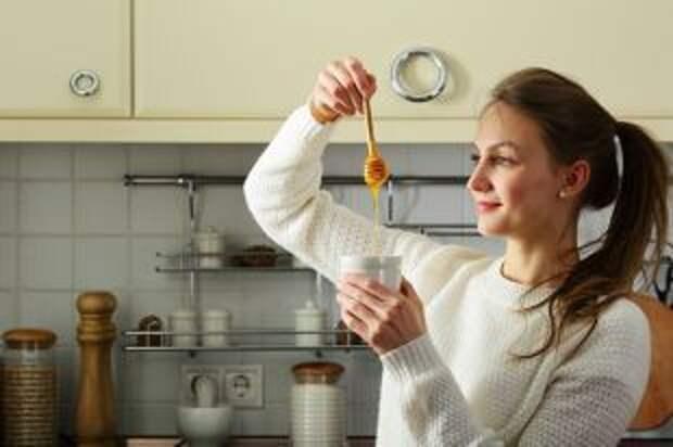 Сохраняет хлеб, смягчает мясо. Как используют мед в кулинарии