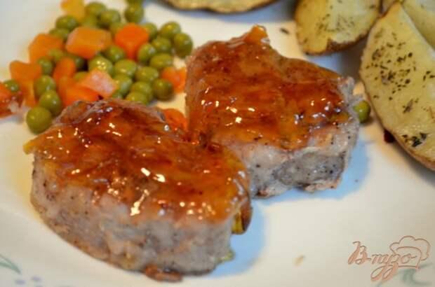 Фото приготовление рецепта: Свиные медальоны с мармеладным джемом шаг №4