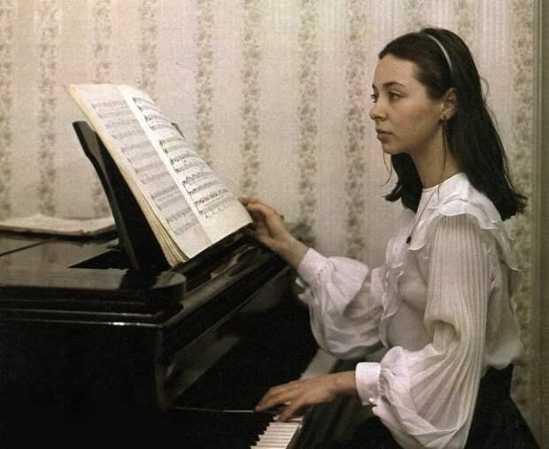 Первая советская девочка космонавт Людмила Берлинская