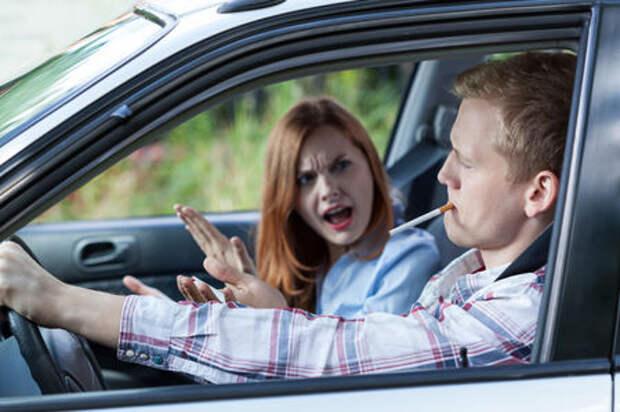 Минздрав хочет запретить курение в автомобиле