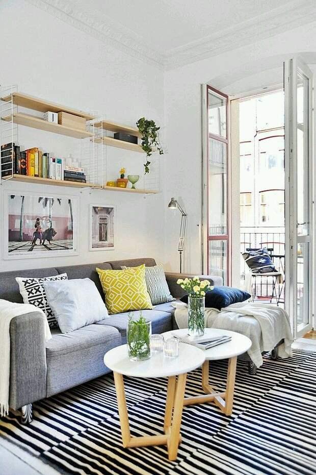 Подвесные полки, как и модульные шкафы - прекрасный вариант для малогабаритных квартир