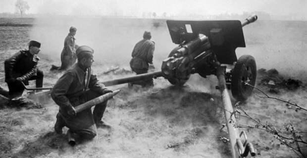 Наши артиллеристы любили «поиграть» на орудиях