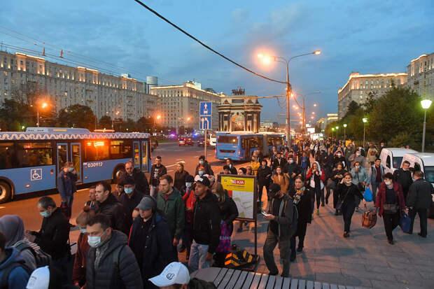 По десятке раз в месяц каждому русскому – это реально