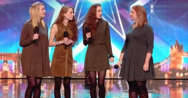 На сцене они выглядят как 4 сестры, но приглядись внимательнее к той, что стоит справа!
