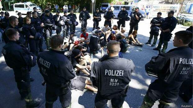 http://ichef.bbci.co.uk/news/ws/624/amz/worldservice/live/assets/images/2015/06/07/150607130141_anti-g7_protestors_624x351_reuters.jpg