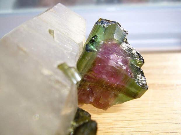 Камень радуги - турмалин