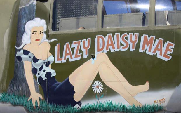 Голые и опасные: пин-ап девушки на военных самолетах
