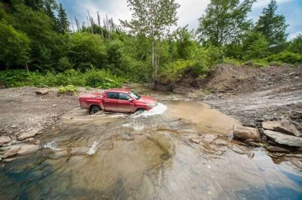 Toyota начала продажи нового поколения пикапа Hilux в России