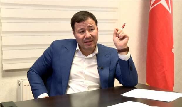 Выборы вМолдавии: Санду иУсатого обслуживают политтехнологи Плахотнюка
