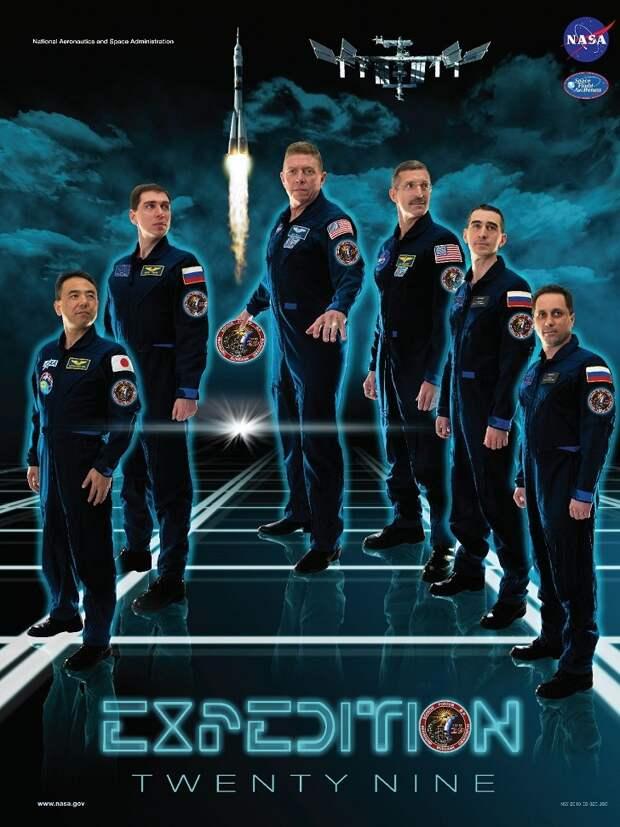 НАСА создает потрясающие постеры к каждой миссии астронавтов на МКС