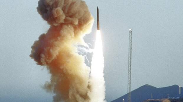 """Адмирал Ричард указал на наличие у США """"просроченных"""" баллистических ракет"""