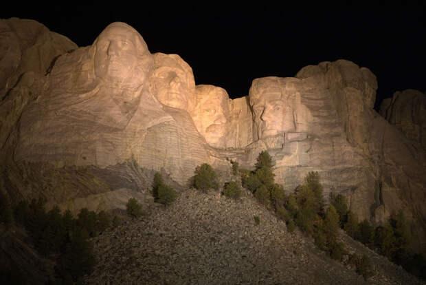 Национальный мемориал Гора Рашмор (англ. Mount Rushmore National Memorial) находится около города Кистон в Южной Дакоте, США