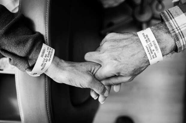 От этих снимков слезы на глазах... Последний год жизни супружеской пары