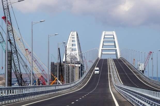 Рекорд за 12 часов: около 14 тысяч транспортных средств проехали по Крымскому мосту
