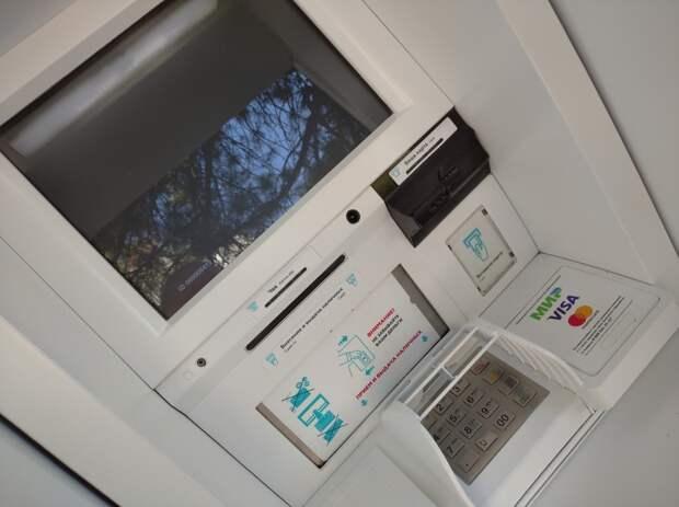 Клиенты крупнейшего банка Крыма остались без денег