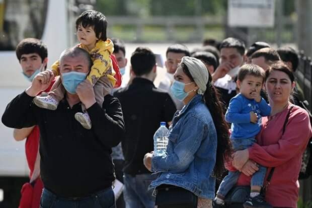 Ситуация у миграционного центра в Подмосковье